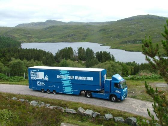 screen-machine-in-a-highland-scene